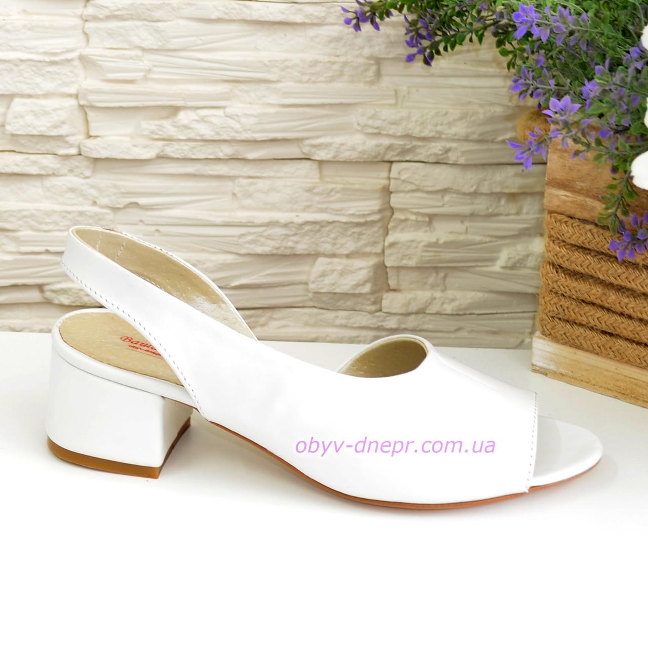 Женские босоножки на невысоком каблуке, цвет белый, фото 1