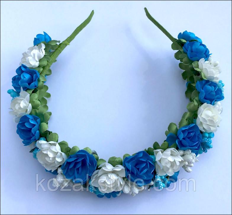 Обруч на чоло з білих та блакитних квіток
