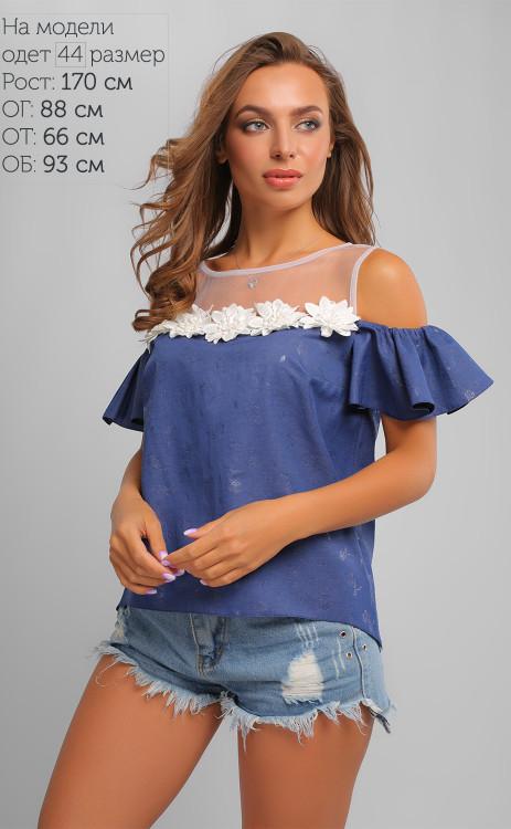 Модная джинсовая блуза с крупными цветами