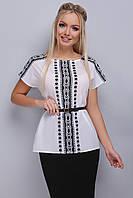 Белая стильная блуза с орнаментом