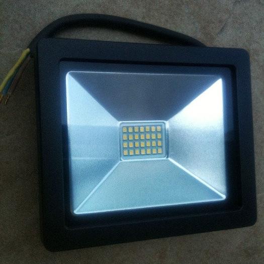 светодиодный прожектор 20 ватт