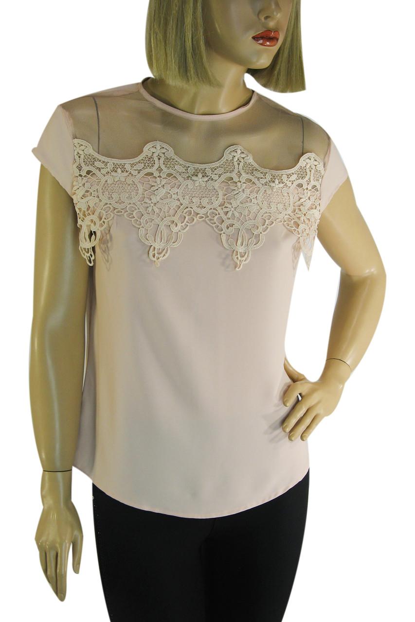 Нарядна блузка з мереживом на плечах