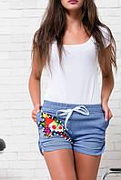 """Женские джинсовые мини-шорты на резинке """"Fleur"""" с вышивкой и карманами"""