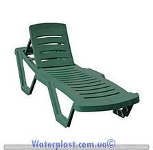 Шезлонг пластиковий зелений