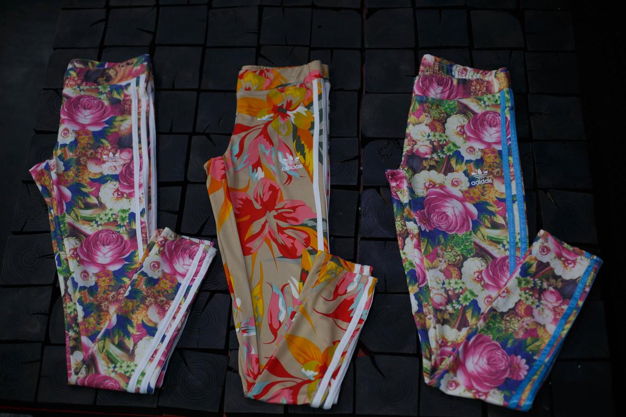 Женские лосины Adidas. Цветы/три полоски