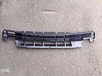 Решетка бампера нижняя VW Passat B-3 357853677B