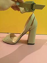 Бежевые босоножки на толстом устойчивом каблуке , копия