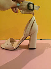 Светло-розовые босоножки на толстом устойчивом каблуке , копия