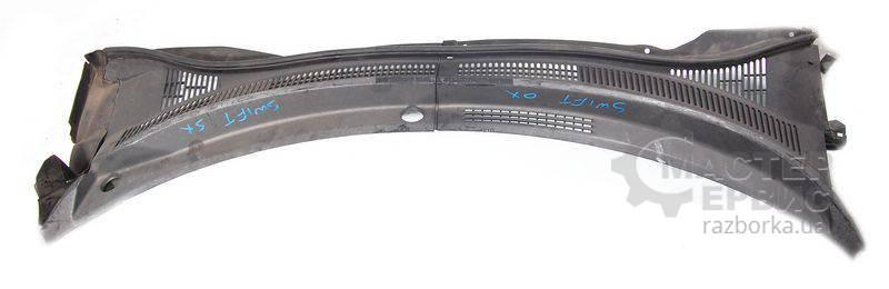 Пластик под лобовое стекло для Suzuki Swift 2005-2010 7234162J0 + 7233162J2