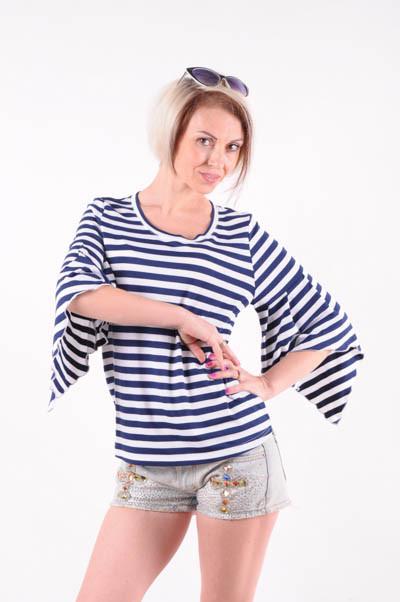 Женская футболка  рукав-крылышко в полоску размер 40-44