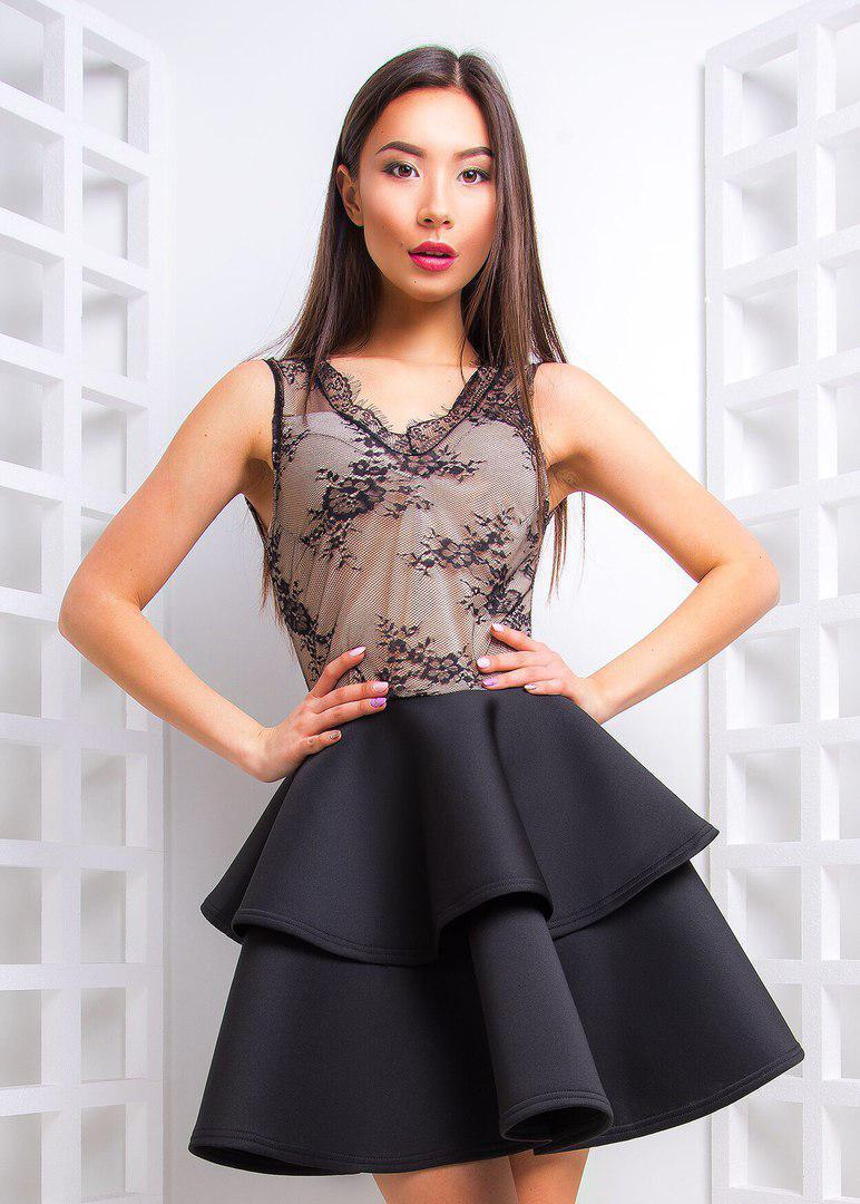 Платье коктейльное с двойным воланом из неопрена и кружева