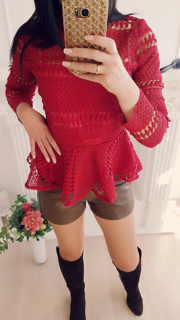 Блуза с набивным кружевом и баской