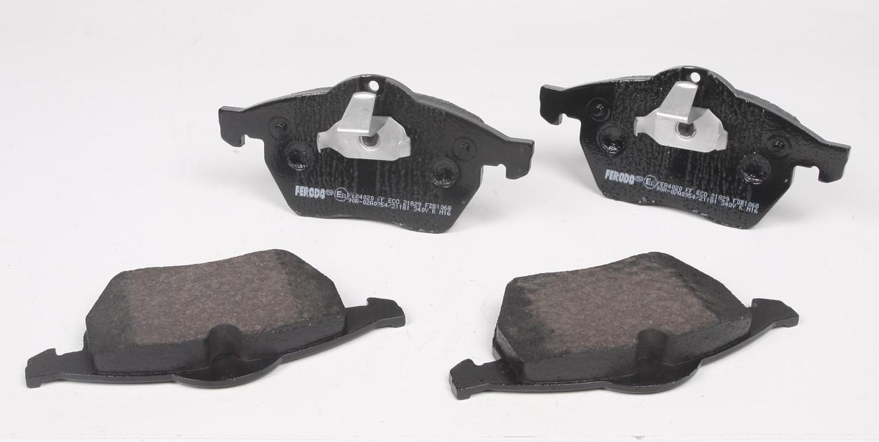 Тормозные колодки передние  Opel Calibra / Vectra / 9-3 / 900 / Calibra / Vectra