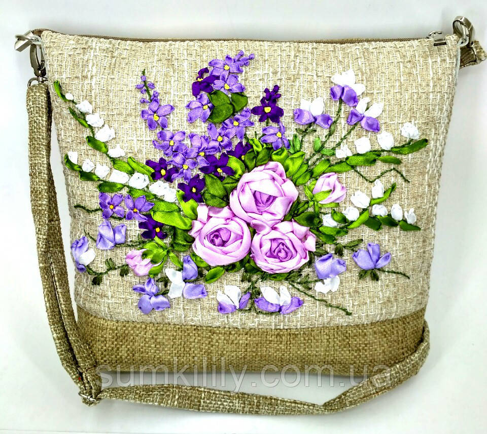 Сумочка с вышивкой лентами Сиреневые розы