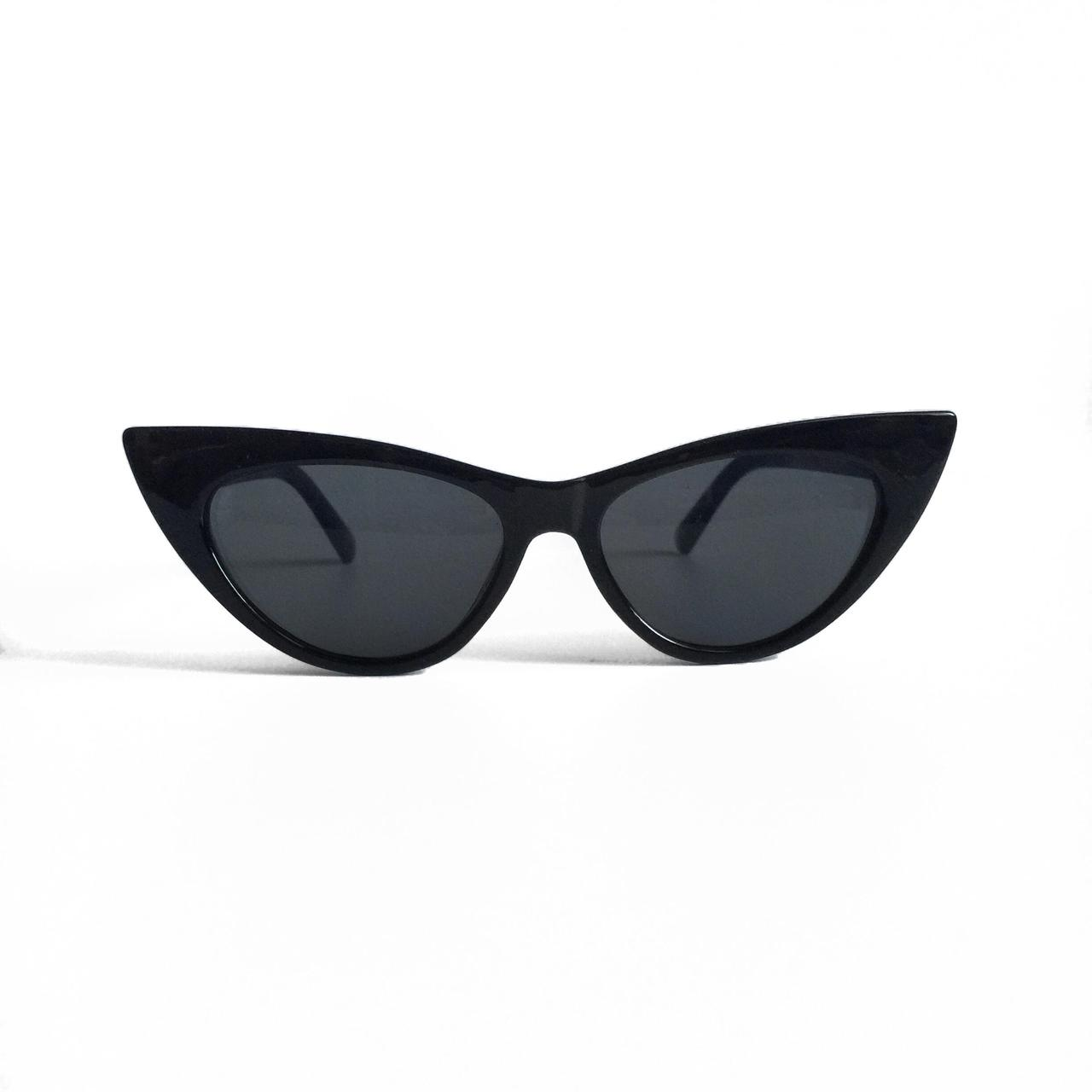 Женские солнцезащитные очки лисы в чёрной оправе со смоки линзами
