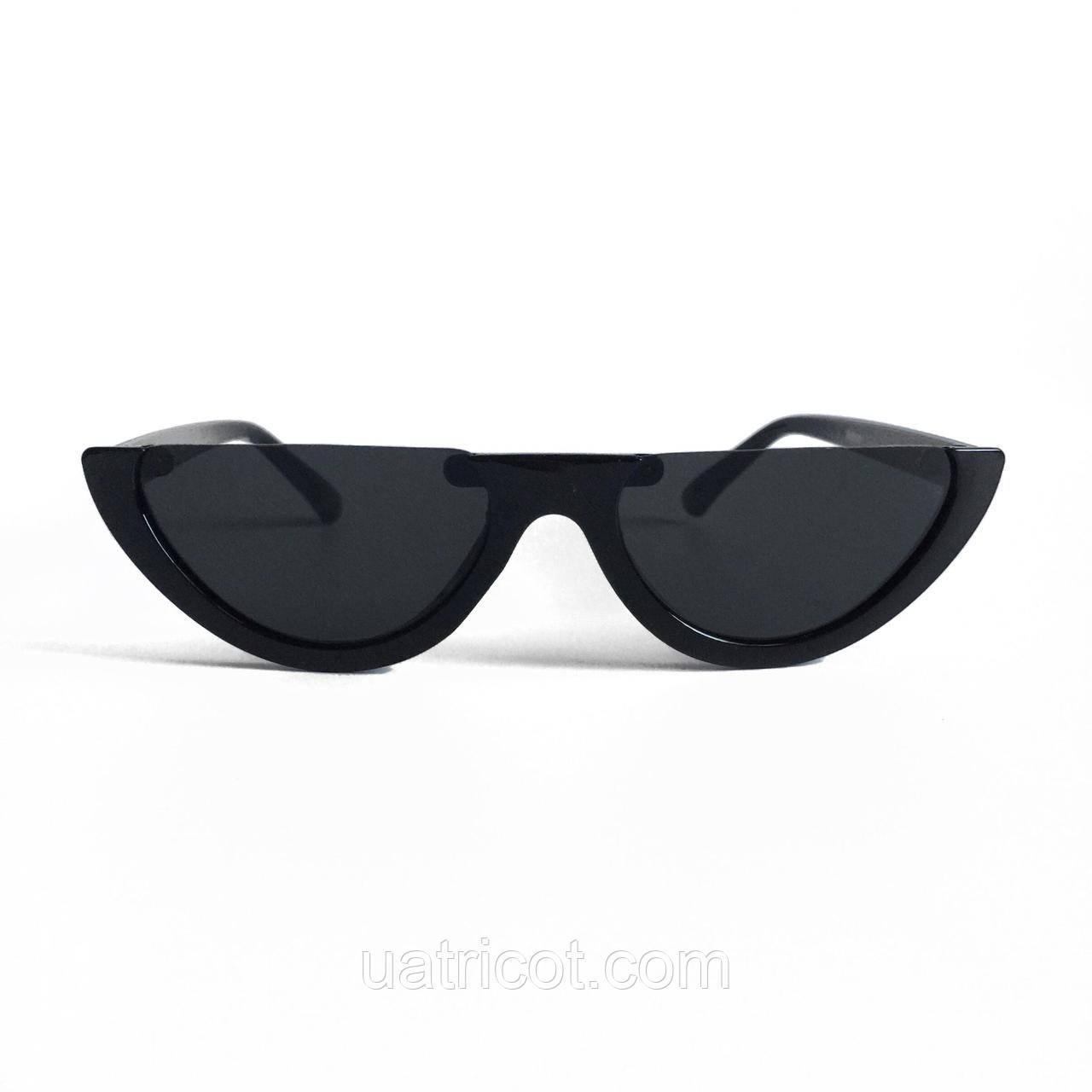 Женские солнцезащитные очки лисы в чёрной оправе