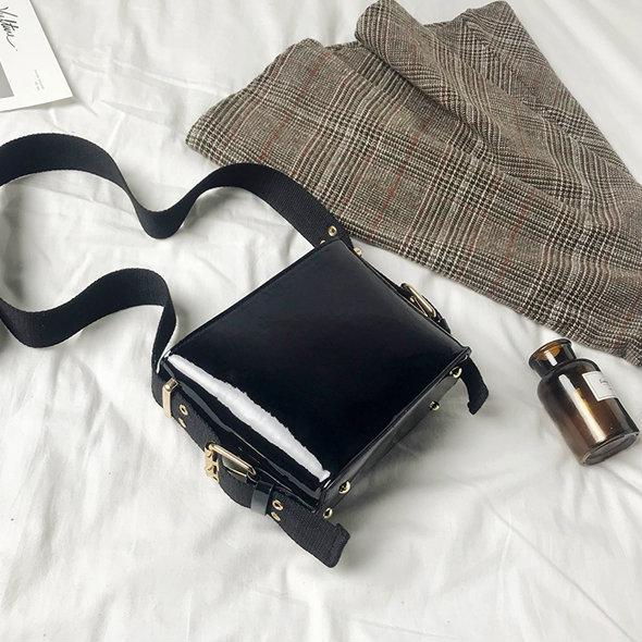 Лаковая мини сумочка через плечо черный