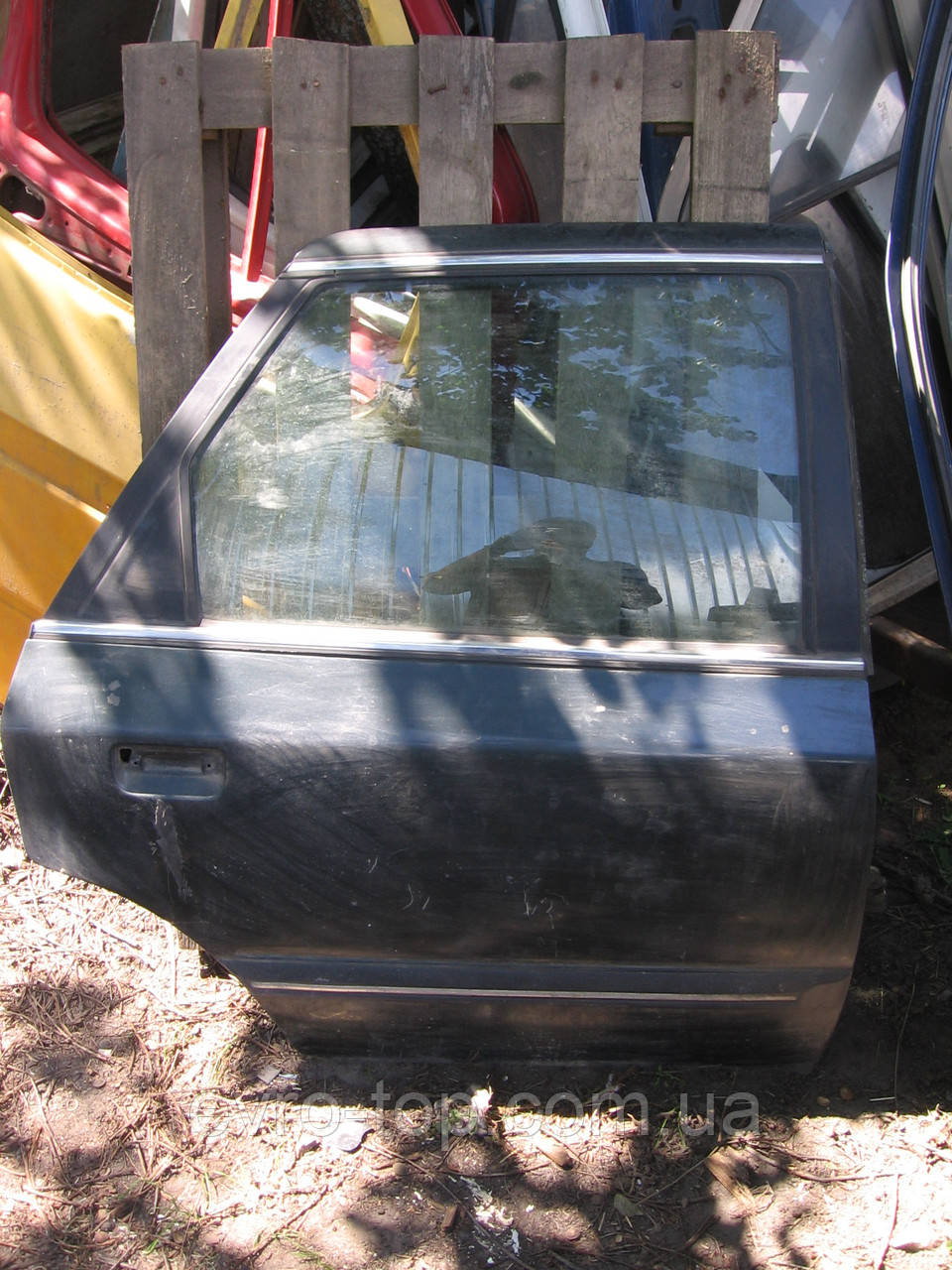 Дверь задняя правая б/у на Ford Scorpio год 1985-1994