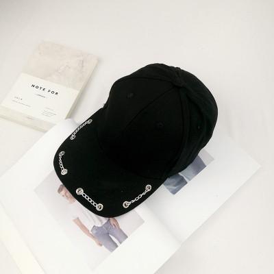 Женская кепка с цепочкой черная