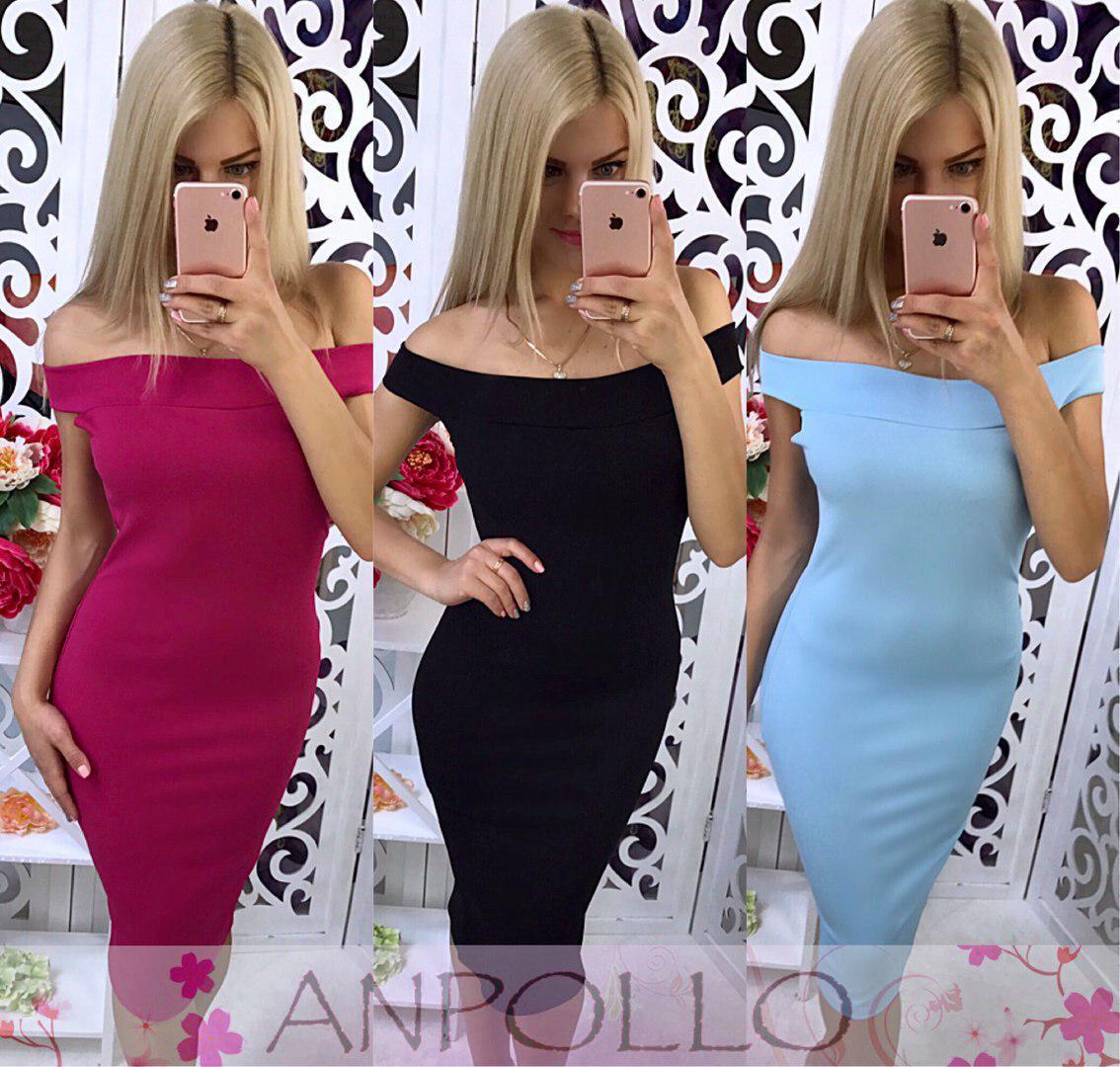 Платье облегающее до колена с открытыми плечами