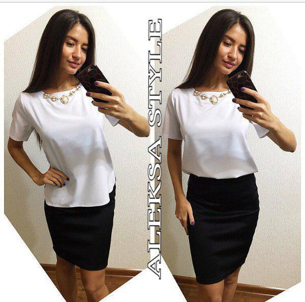 Костюм офисный юбка и блуза с украшением