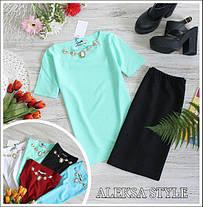 Костюм офисный юбка карандаш и блузка с украшением, фото 2
