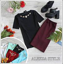 Костюм офисный юбка карандаш и блузка с украшением, фото 3