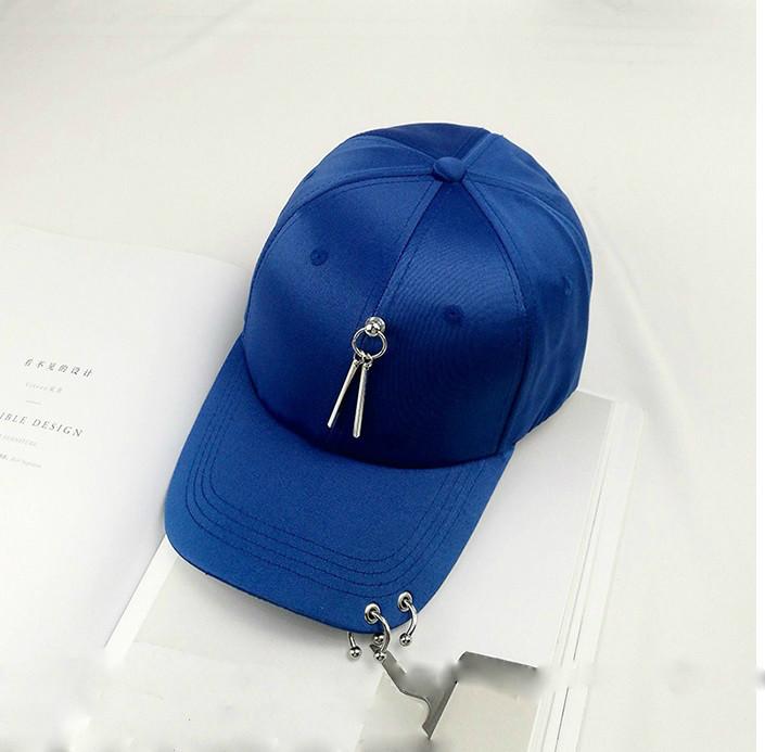 Женская кепка атласная с подвеской синяя