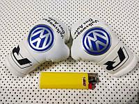 Подвеска боксерские перчатки Volkswagen белые в авто