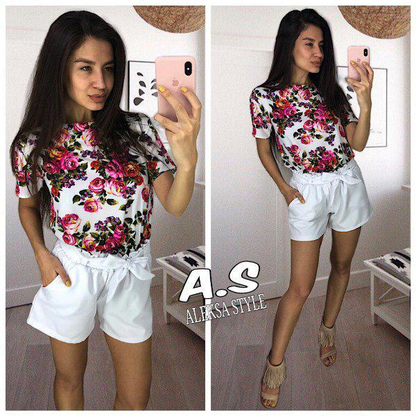 Костюм шорты и блуза с принтом в цветок