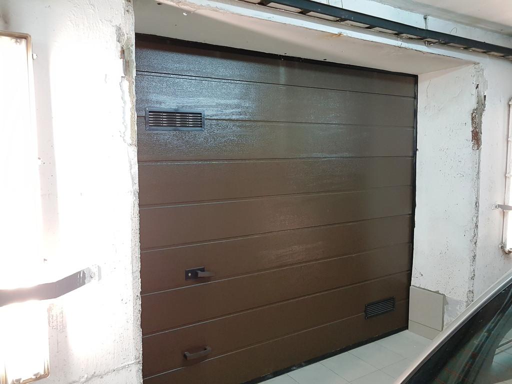 Автоматические гаражные подъемные ворота в паркинг