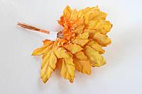 Декоративные бумажные листики клена 6 шт. желто-оранжевого цвета, фото 1