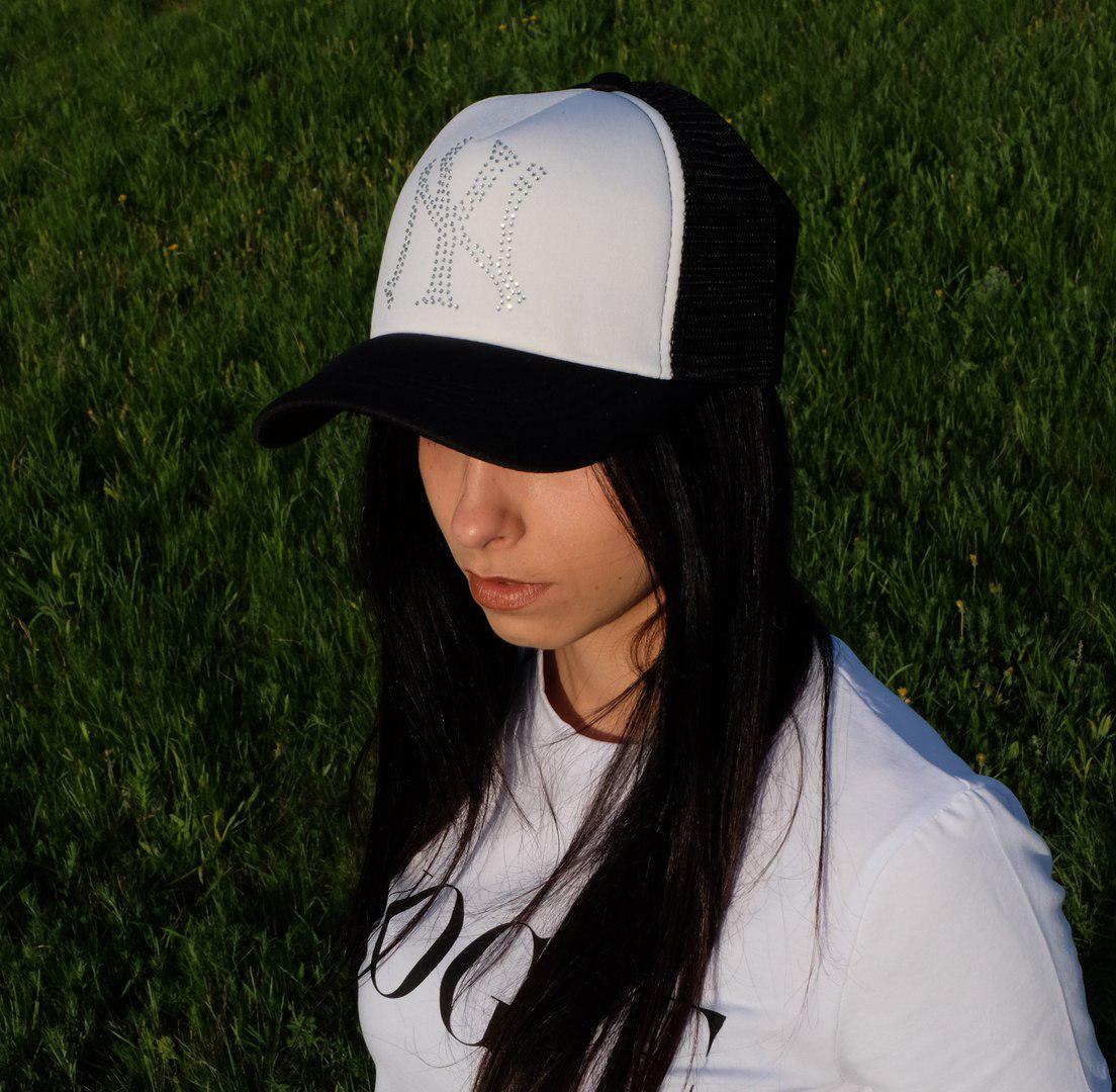 Женская кепка NY c логотипом стразы с сеткой
