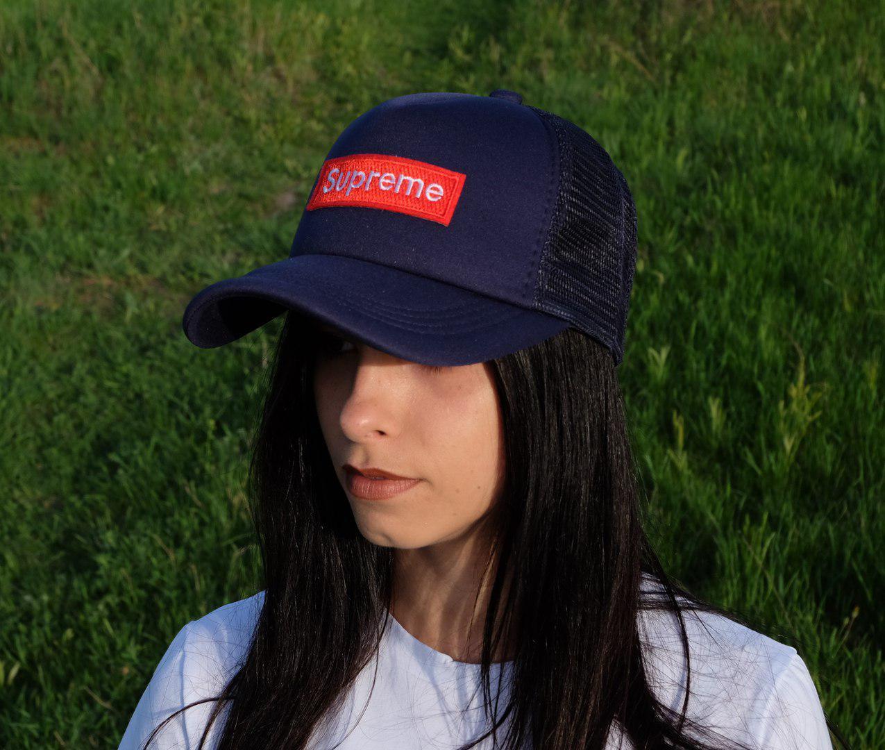 Женская кепка с логотипом сзади сетка