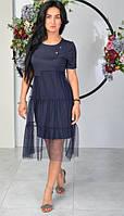 Женственное платье украшено брошкой-булавкой