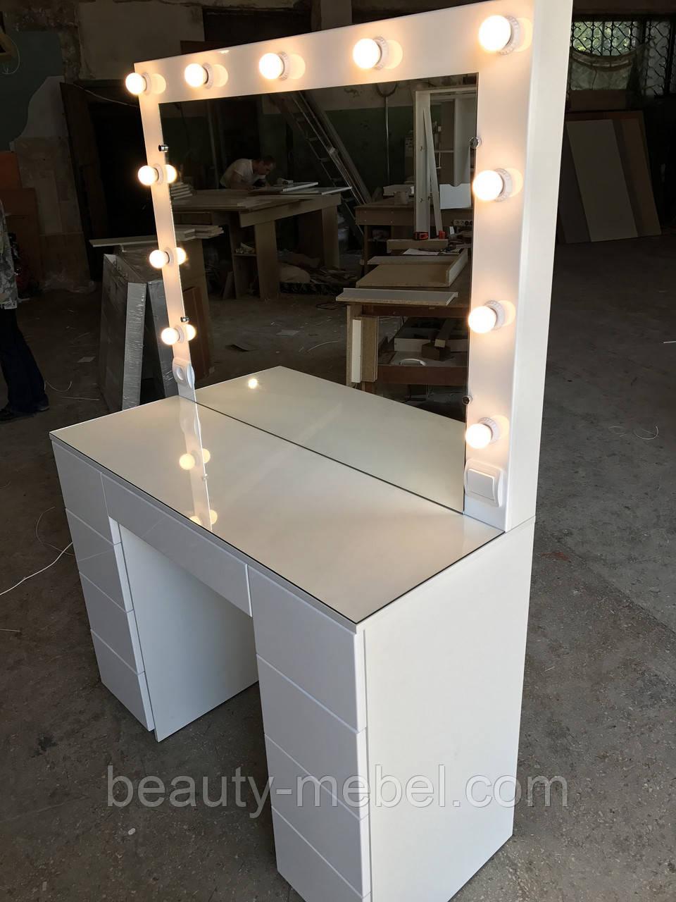 Белый глянцевый стол визажиста, гримерный столик, зеркало с подсветкой