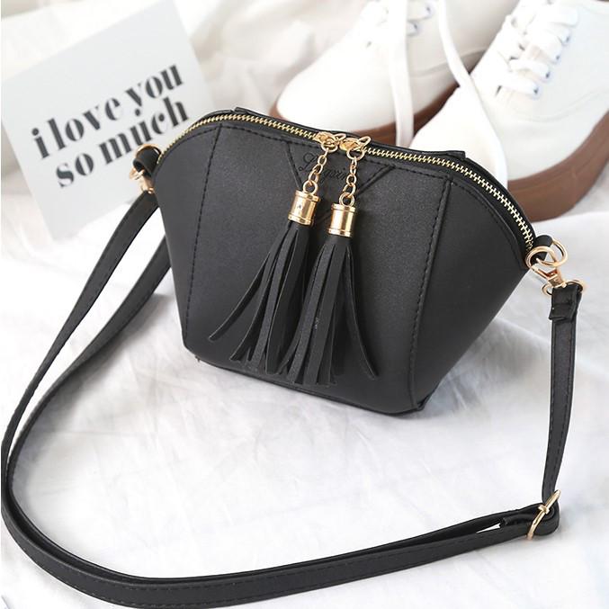 e19a89a1078c Женская сумочка маленькая черная через плечо с кисточками - ModaShop в Киеве