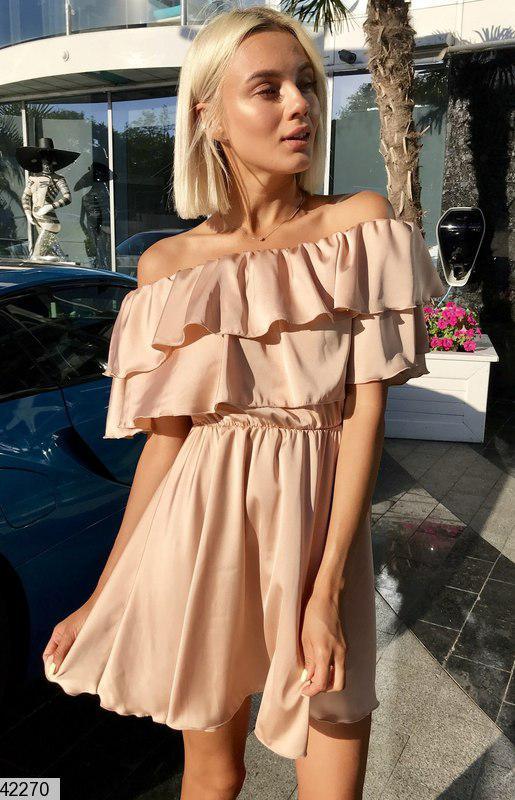 Легкое платье шелковое полуприталенное с воланами рукав короткий цвет капучино