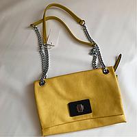 Яркая летняя молодежная сумочка клатч желтая на плечевом ремне