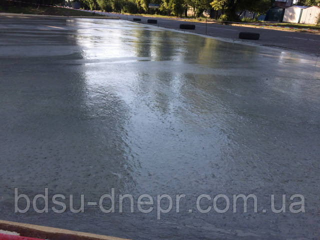 Бетонирование площадки, свежий бетон
