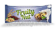 Дизайн упаковки / этикетки шоколадного батончика / конфет Fruity Nut Смородина