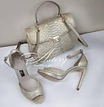 Жіночі золотисто-перламутрові босоніжки з пітона на високому каблуці, фото 4
