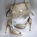 Жіночі золотисто-перламутрові босоніжки з пітона на високому каблуці, фото 5