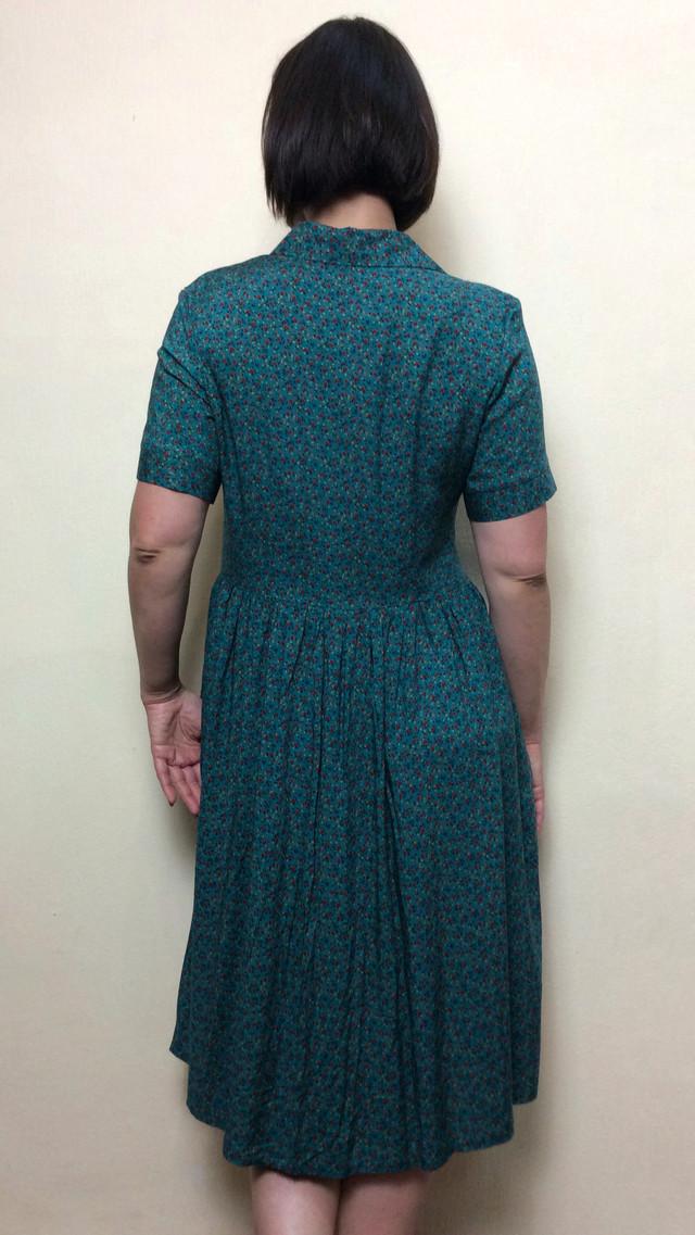 Зеленое платье миди с карманами П200
