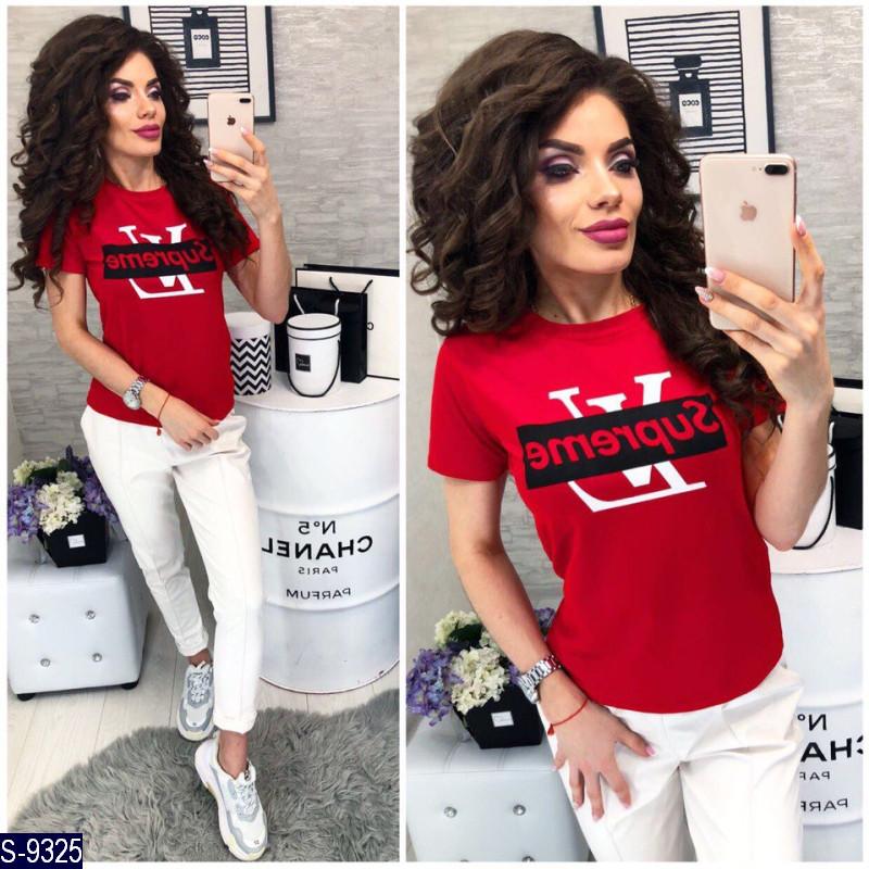 Красная футболка с надписью