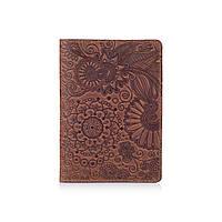 Обложка для паспорта с матовой натуральной кожи цвета глины с художественным тиснением и отделом для ID документов