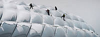 Как защитить крышу от снега?