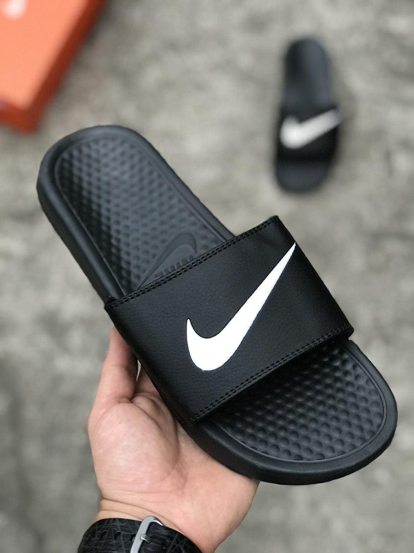 b028a552 Мужские шлепанцы тапки Nike Найк чёрные с белым значком (реплика) - Что  почём?