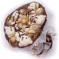 Букет из мягких игрушек Мишки 5 белые с конфетами Ферреро Роше