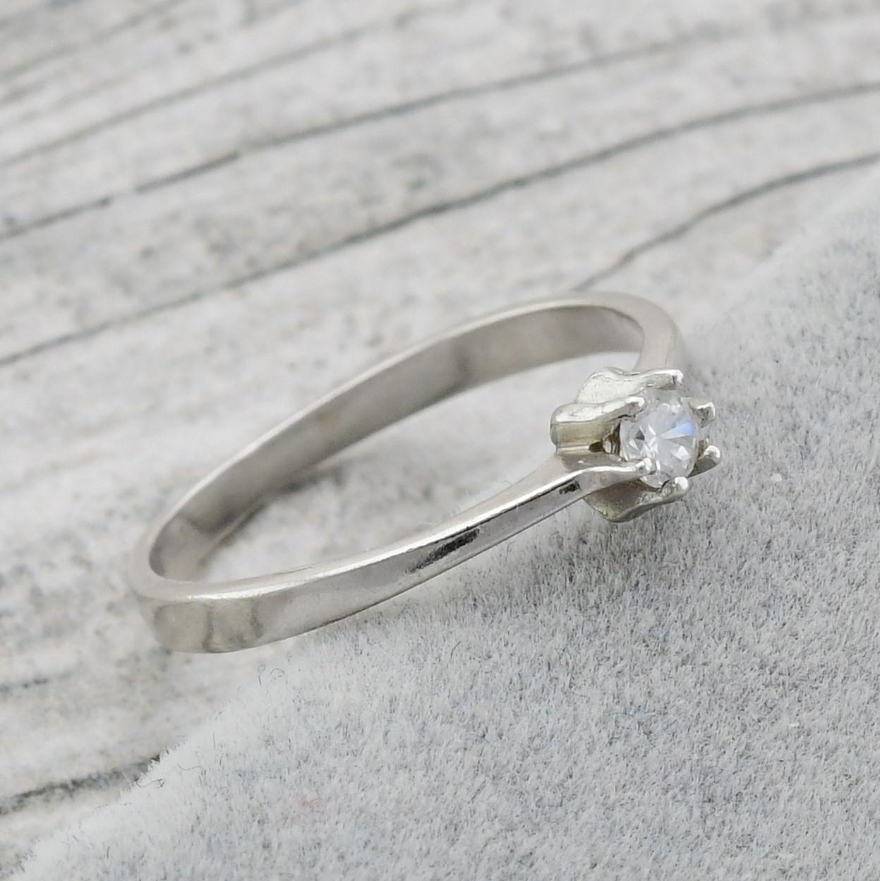 """Серебряное кольцо """"Бьюти"""", вставка белый фианит, вес 1.04 г, размер 15"""